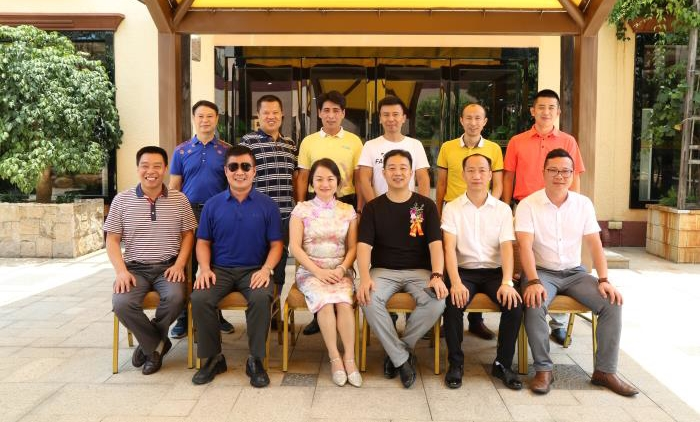 Luo Dong and the leadership photo